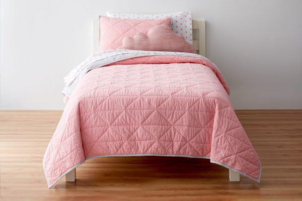 pink quilt for kids bed