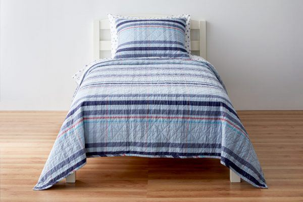striped quilt for kids bed